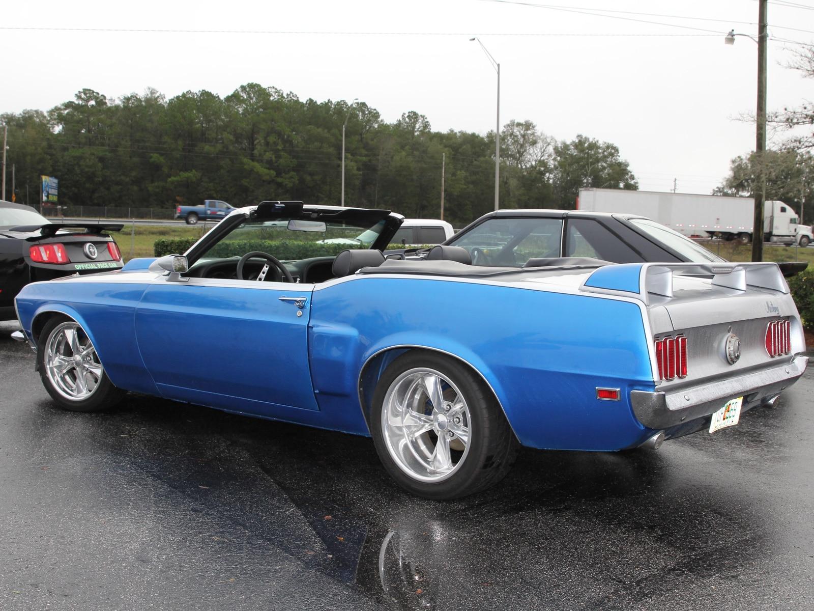 1401 Classic Mustang Convertible