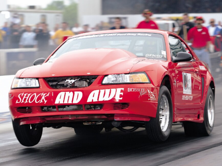 0310mm_07z Ford_Mustang Front_View_At_Track
