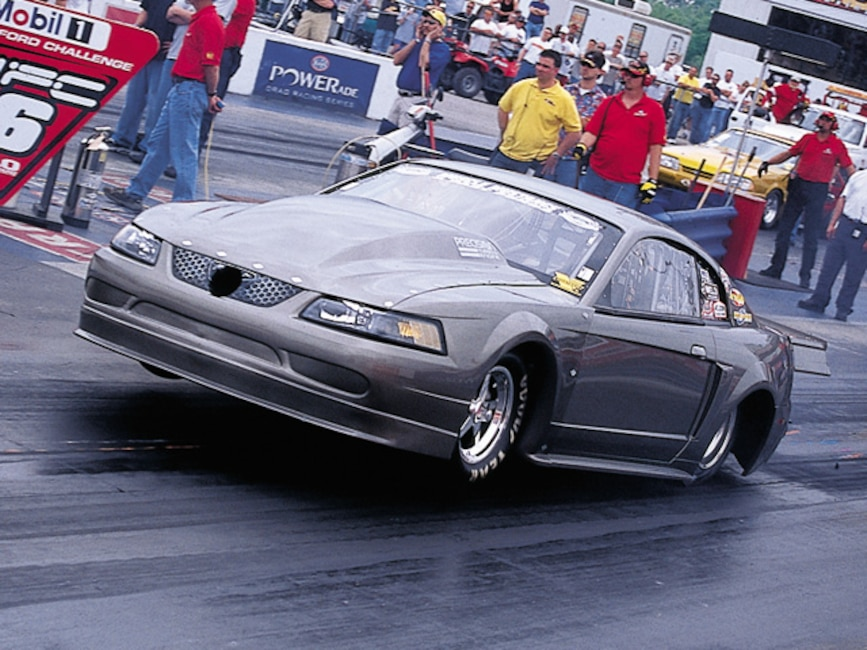 0310mm_15z Ford_Mustang Front_View_At_Track