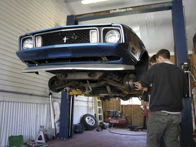 060200 01z 1973 Ford Mach 1 Mustang Lifted Front View