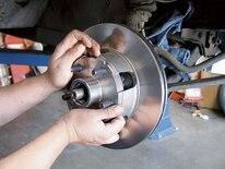 Mump_0605_09_z 1967_ford_mustang_disc_brake_install Rotor_install