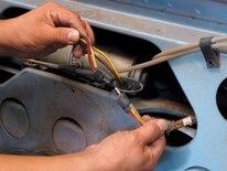 Mump_0702_06z Ford_mustang Replacing_convertible_top_motor