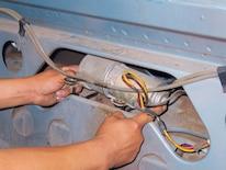 Mump_0702_07z Ford_mustang Replacing_convertible_top_motor