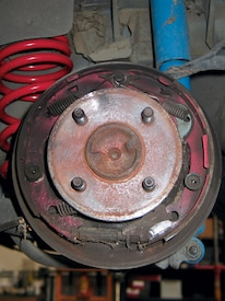 M5lp_0710_04_z 1989_ford_mustang_lx 5_lug_brake_kit_install