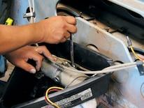 Mump_0702_08z Ford_mustang Replacing_convertible_top_motor