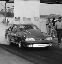 P76343_large Ford_Mustang_Foxbody Burnout_View