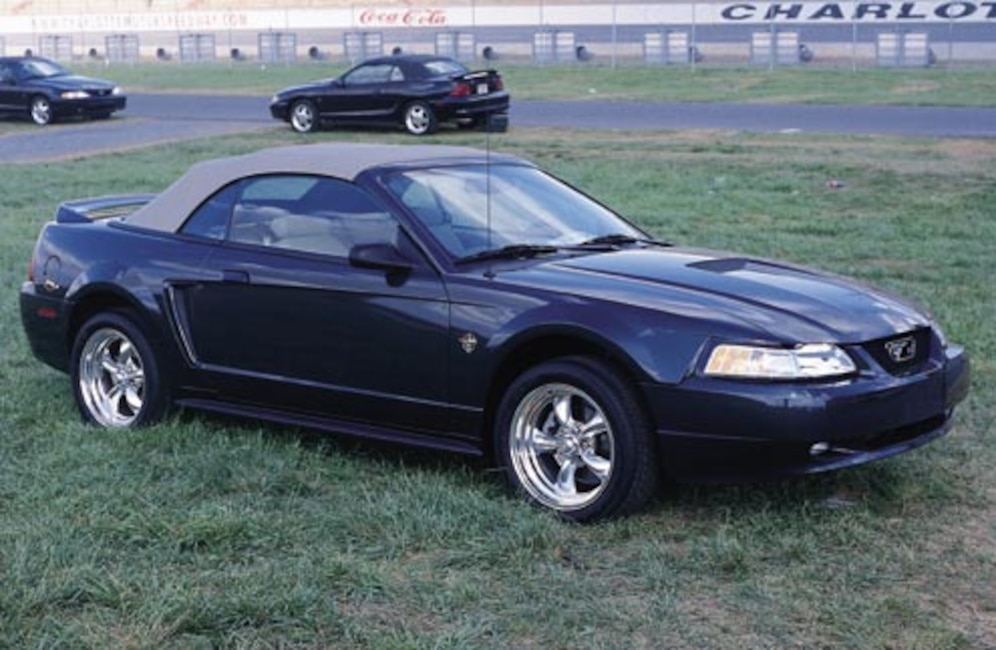 P94261_large 1999_Ford_Mustang_GT Passenger_Side_View
