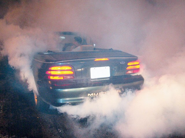 0407mm_02z Ford_Mustang Rear_View_Burnout