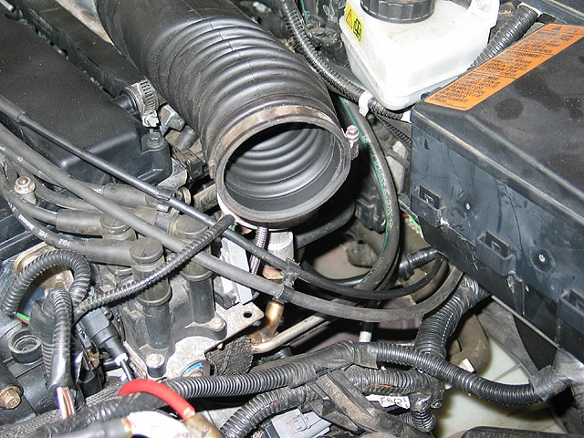 0402mm_07z Ford_Focus_ZX5 Underhood_Intake_Hose