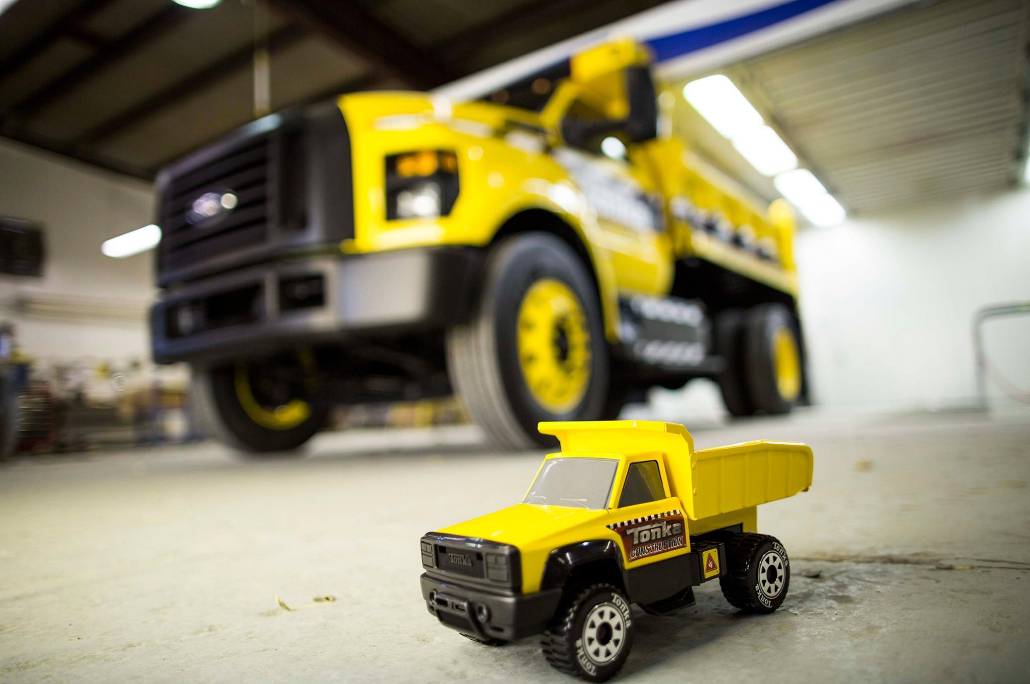 001 Ford F 750 Tonka Lead Toy