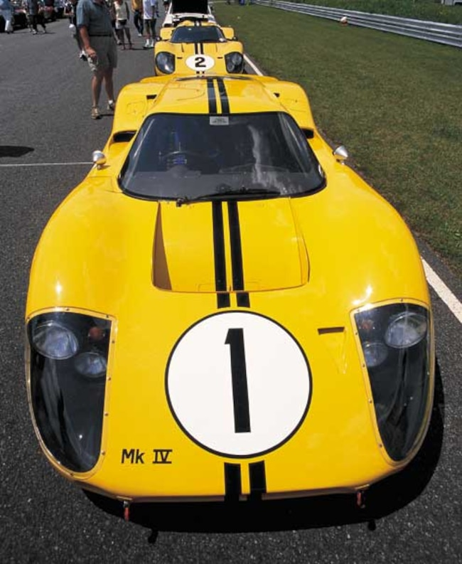 P54551_large Ford_GT40_MKIV Front_High_Angle