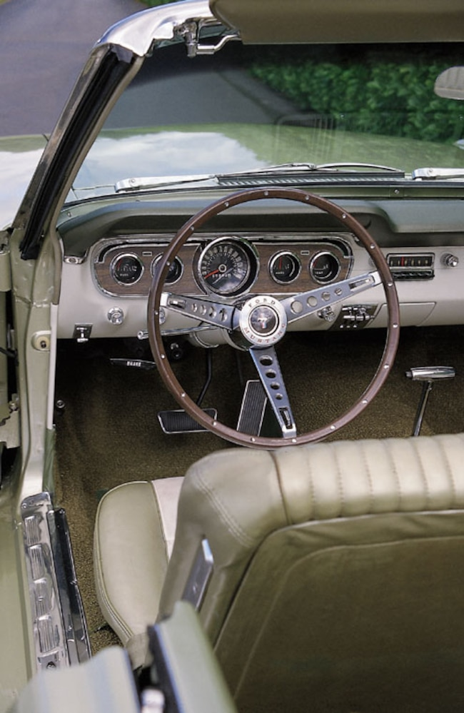 P92468_large 1965_Ford_Mustang_Convertible Interior_Dashboard