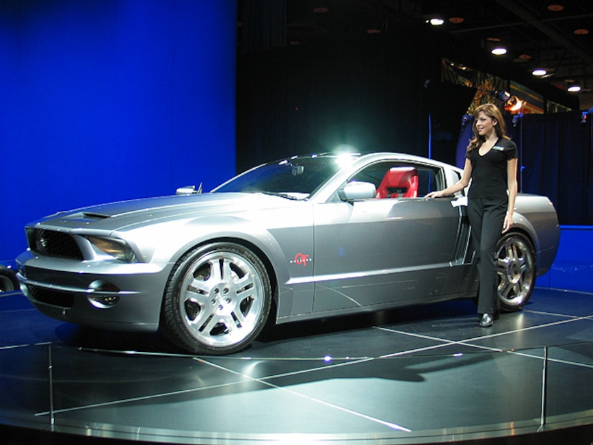 0312mm_01z 2005_Ford_Mustang_GT Front_Drivers_Side_View
