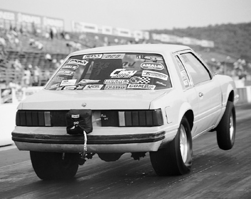 P76334_large Ford_Mustang_NMRA Rear_Wheelie_View
