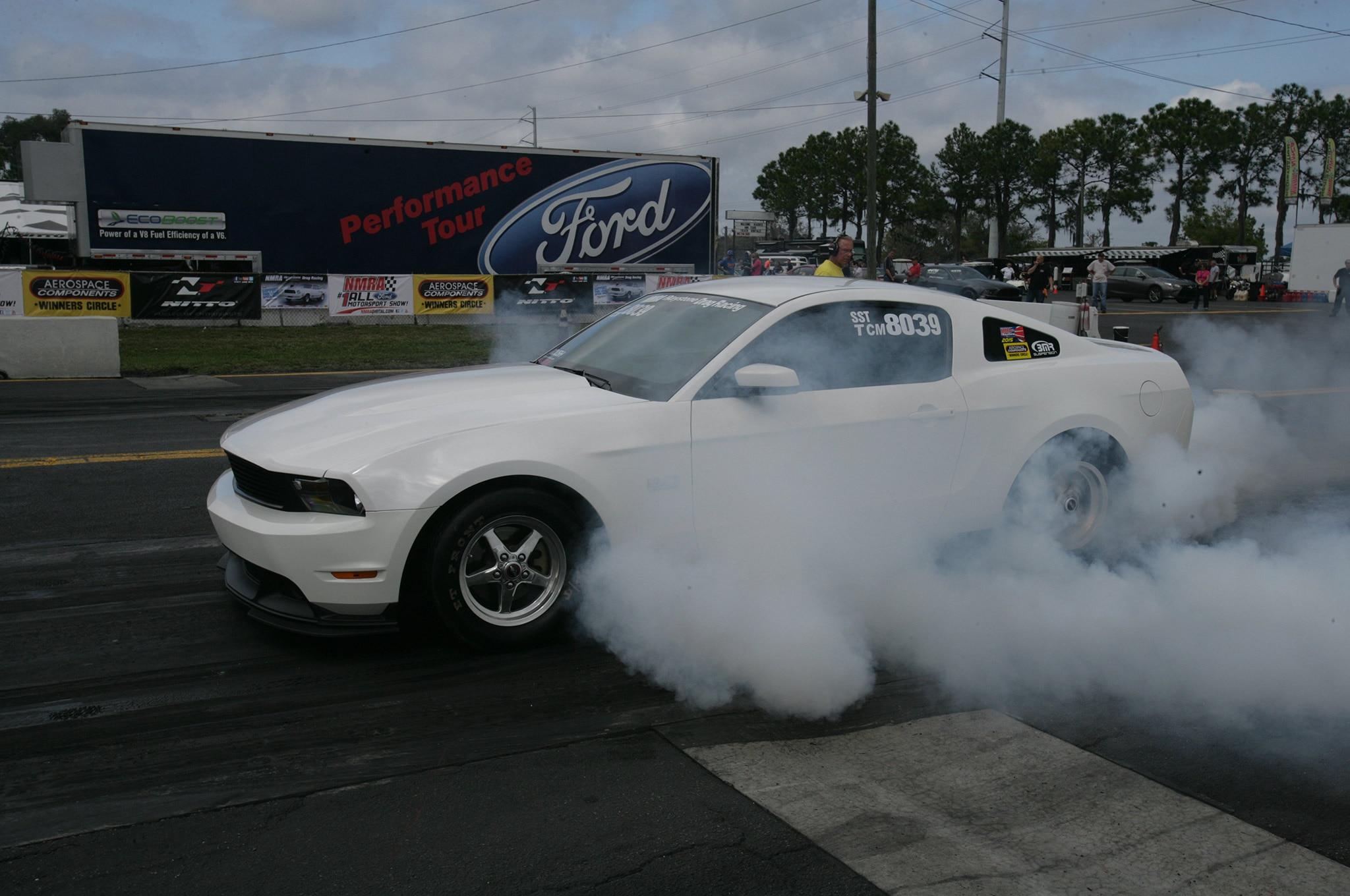 2015 Nmra Mustangs Burnout White