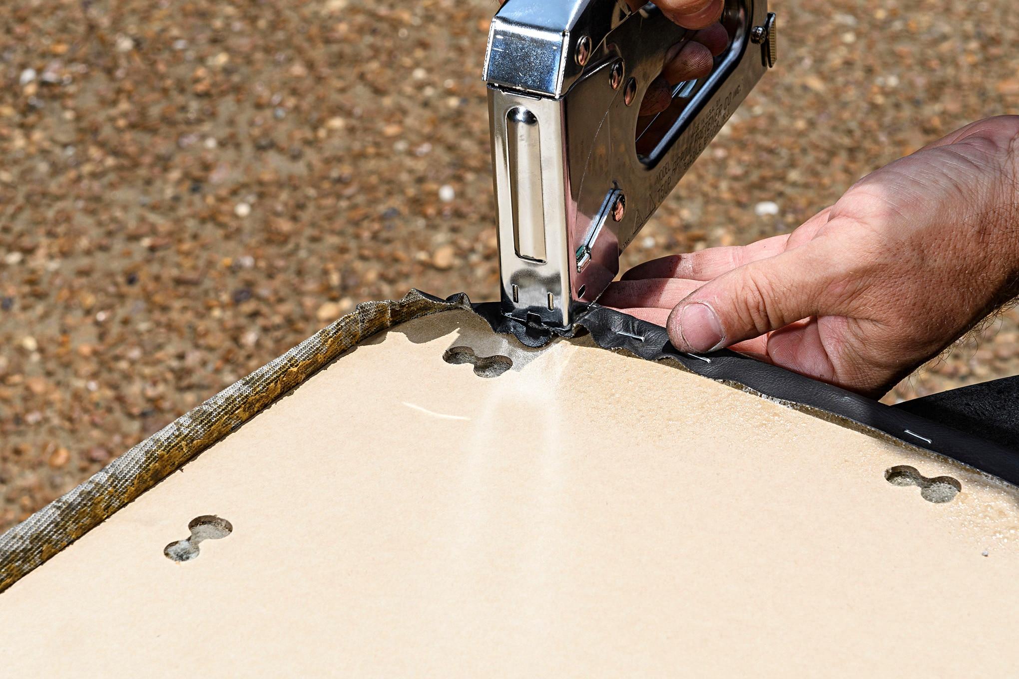 013 Mustang Door Panel Backing Board Staple